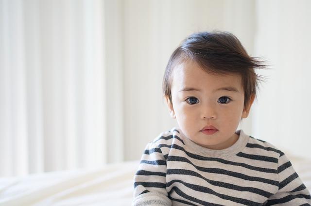 嬰兒「護眼方法」的五個關鍵及引發「近視原因」 (另加視力檢查香港家中可試)